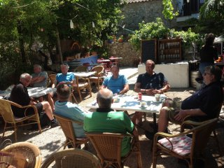 Hinterhof-Cafe in Arta am 04.05. -04-
